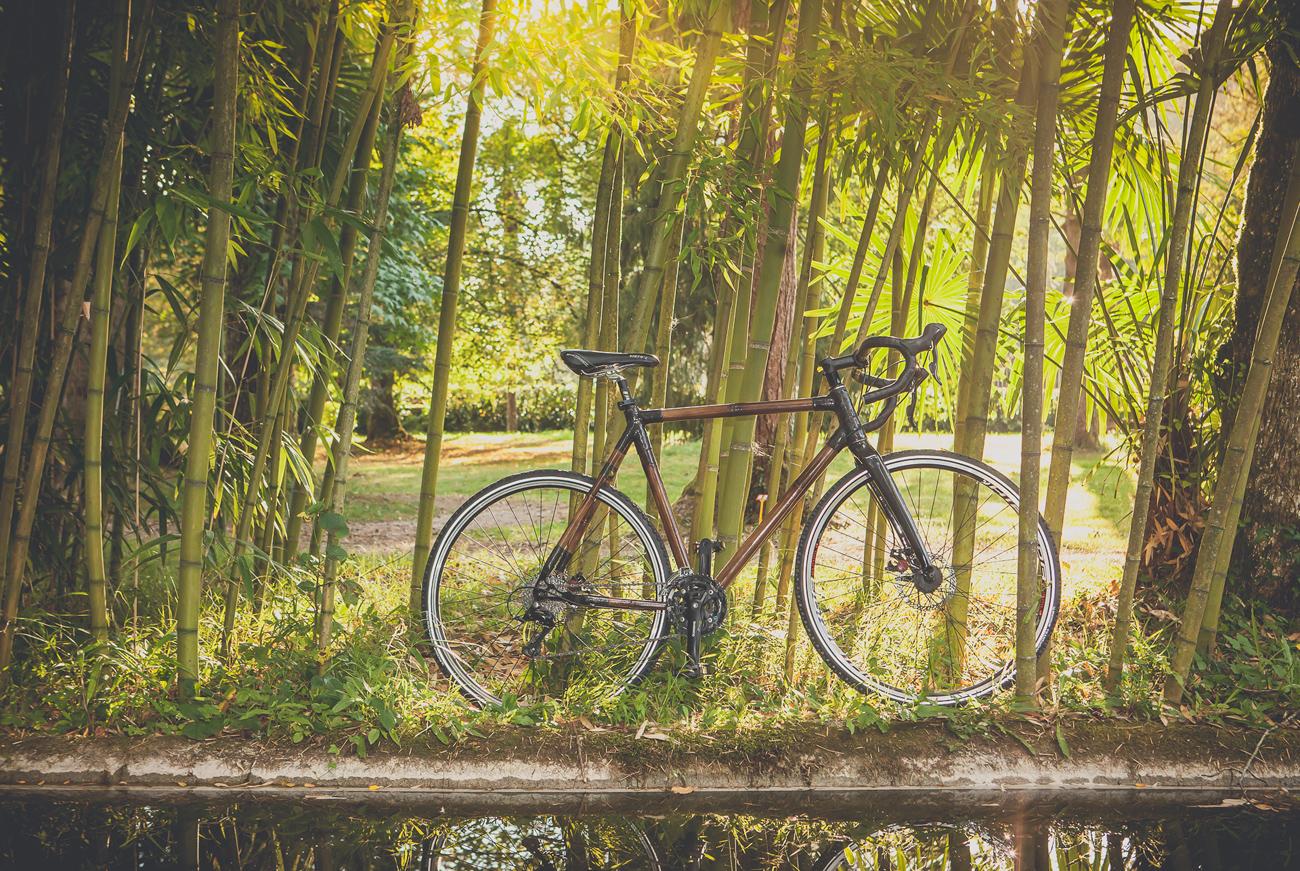 Bici de bambú Ikatza de BambooKoa